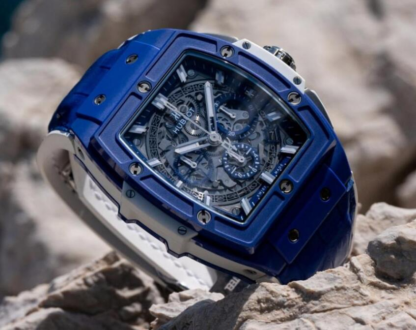 The integrated design of the Hublot is blue even the date window and sub-dials are in blue.