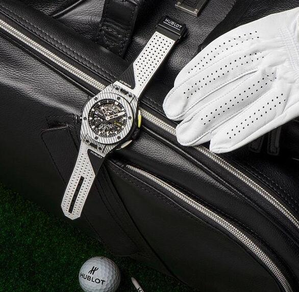 The Hublot is ultra light, which is suitable for the golf players to wear.