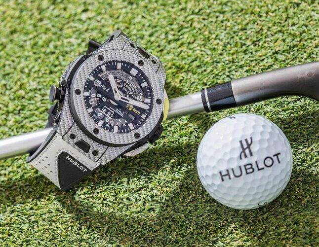 The case has been made from the composite material of carbon fiber and aluminum exclusively belonged to Hublot.