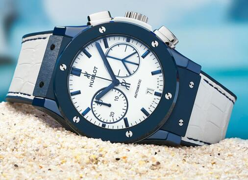 The blue-white color-matching makes the timepiece very pure.